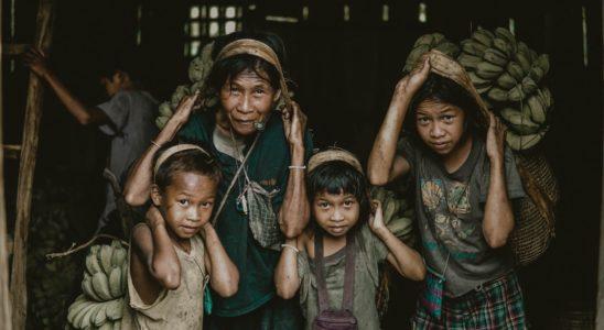Des mineurs travaillant aux Philippines.