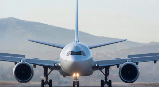 Un avion Airbus sur le tarmac.
